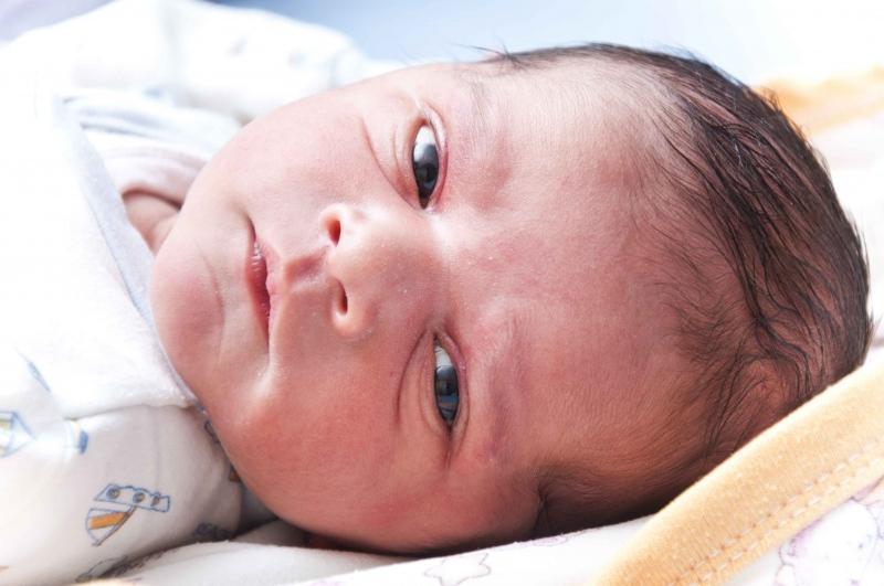 婴儿吃饱的表现婴儿的吃奶量标准
