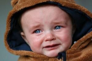 新生儿哭的时候下巴发抖怎么办新生儿的护理须知
