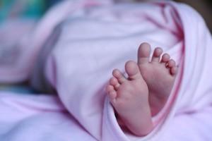 新生儿不挤奶核的后果新生儿到底需不需要挤奶核