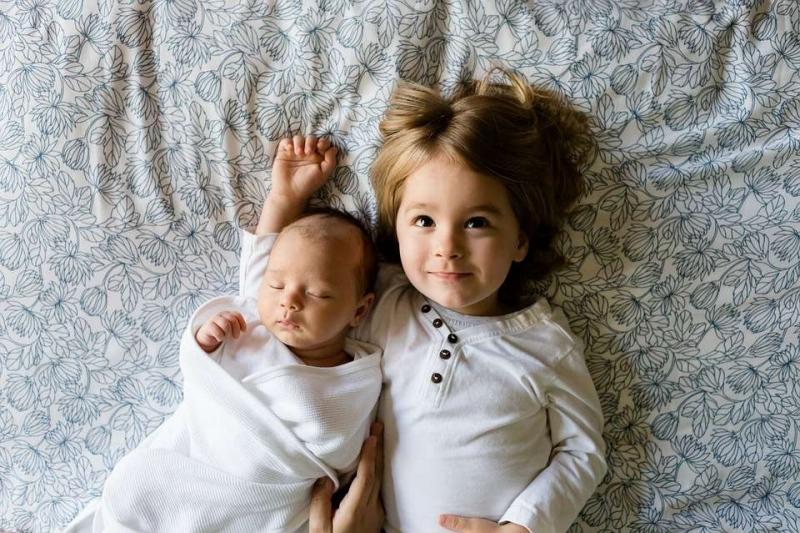 新生儿溢奶是什么原因吐奶和溢奶的区别